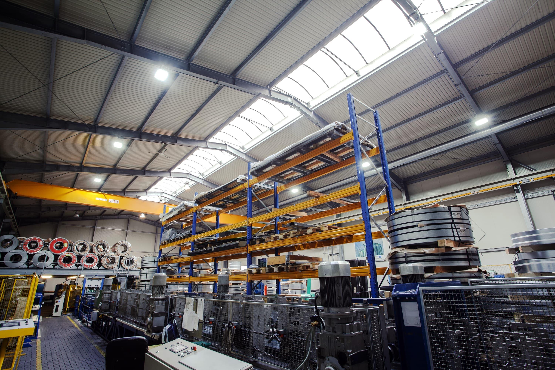Oprawy Highbay w firmie Riela - modernizacja zakładu produkcyjnego firmy Riela