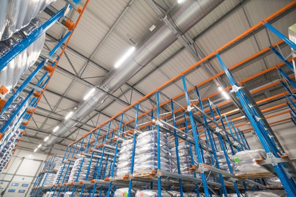 Oprawy przemysłowe Industrial w hali wysokiego składowania Spółdzielni Mleczarskiej w Gostyniu - Luxon LED