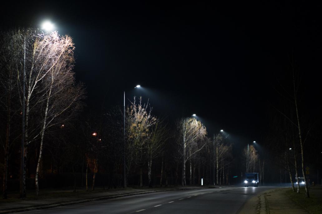 Zdjęcie zmodernizowanego oświetlenia ulicy Sudeckiej w Legnicy - oprawa Cordoba - Luxon LED