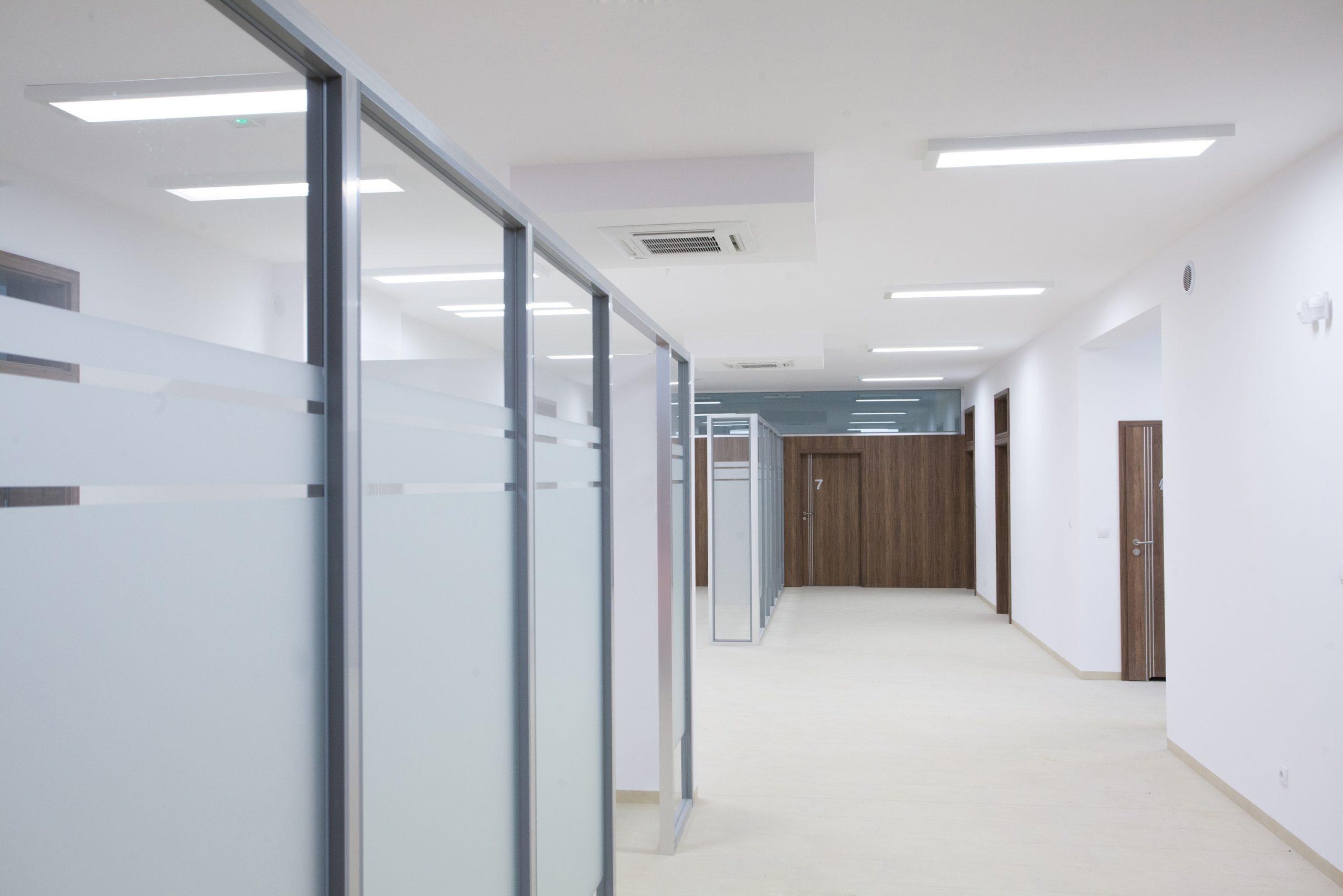 Oprawy natynkowe Edge w przychodni lekarskiej w Sztumie - Luxon LED
