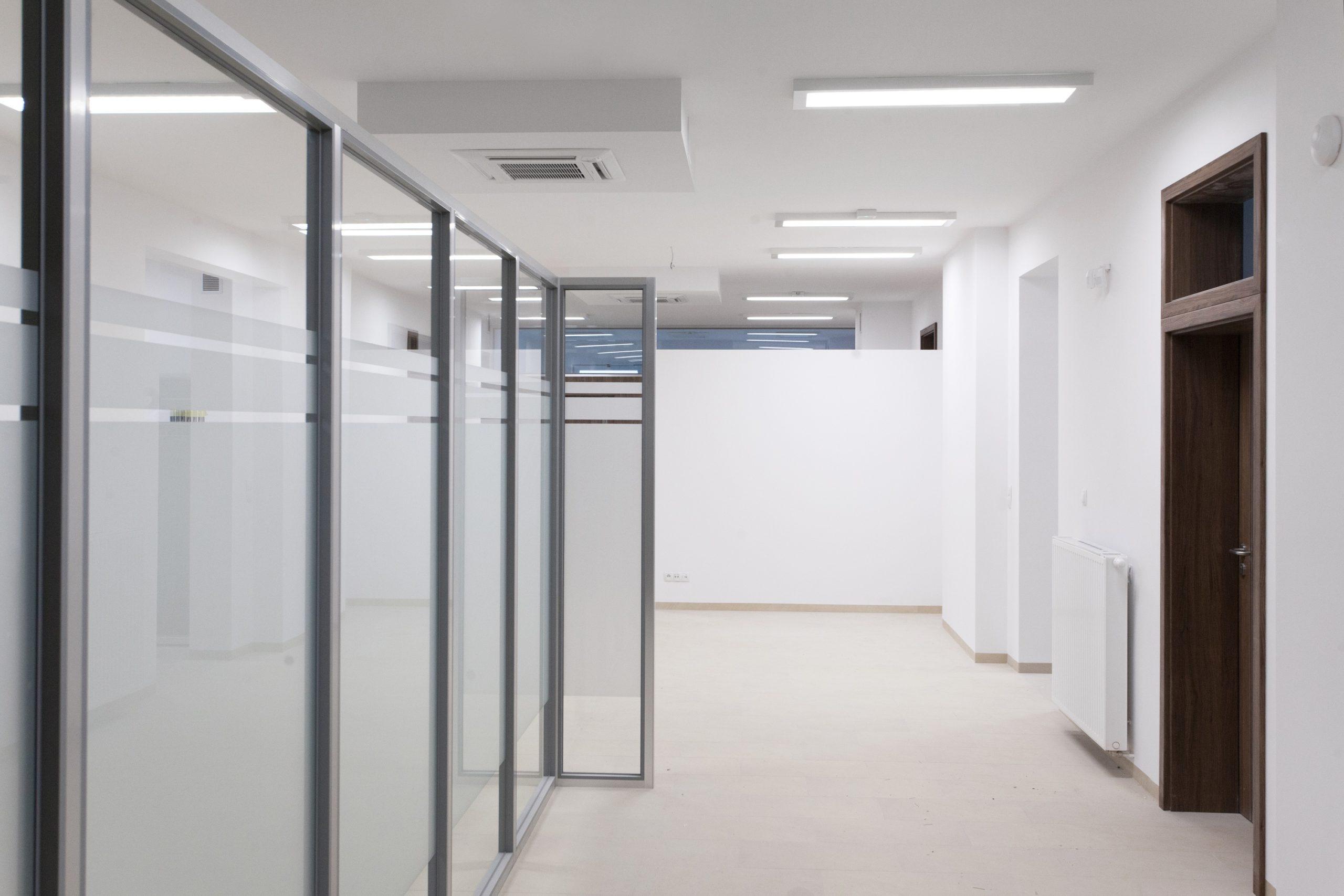Oświetlenie biurowe Edge w budynku przychodni lekarskiej w Sztumie - Luxon LED