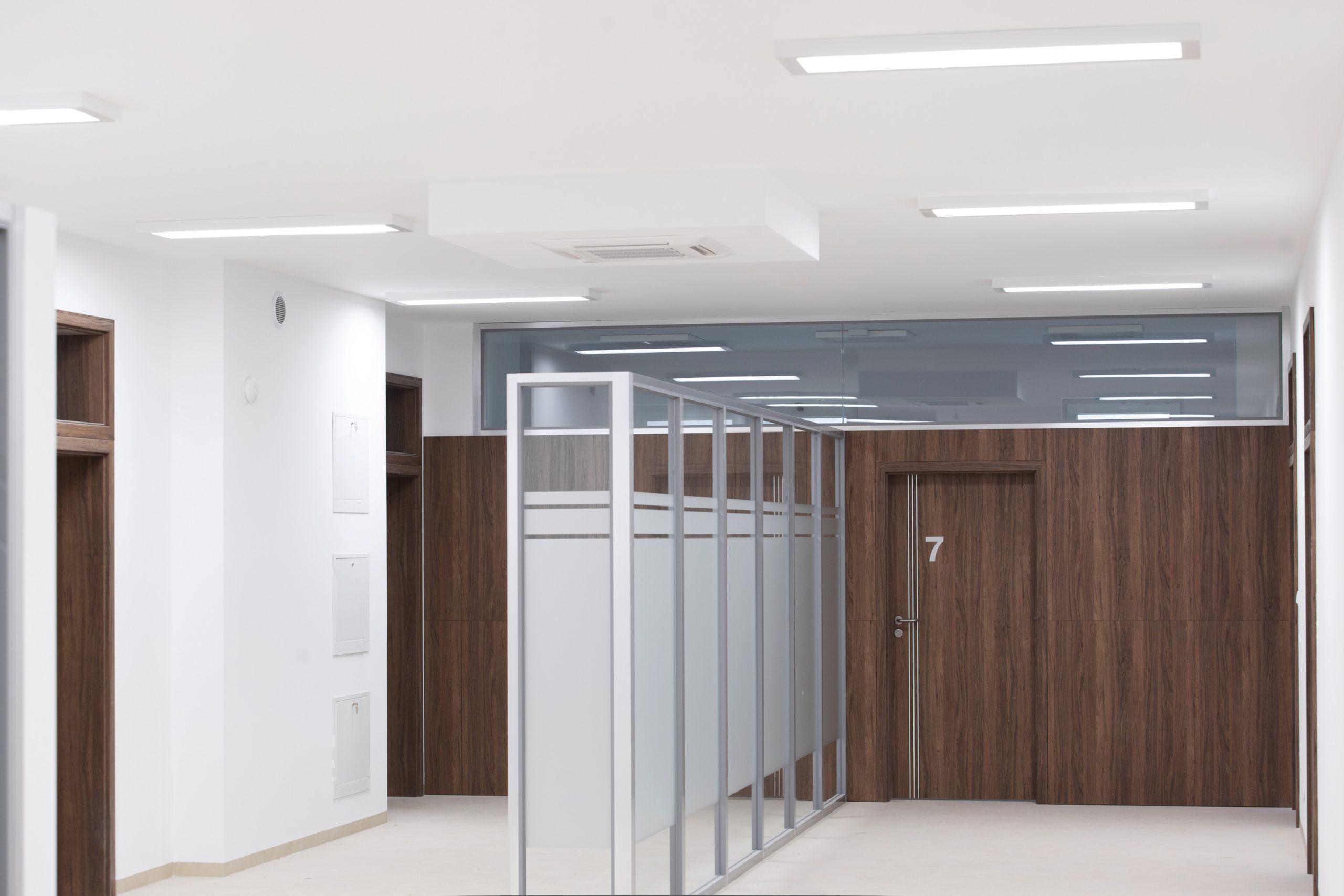 Oprawy biurowe Edge w przychodni w Sztumie - Luxon LED