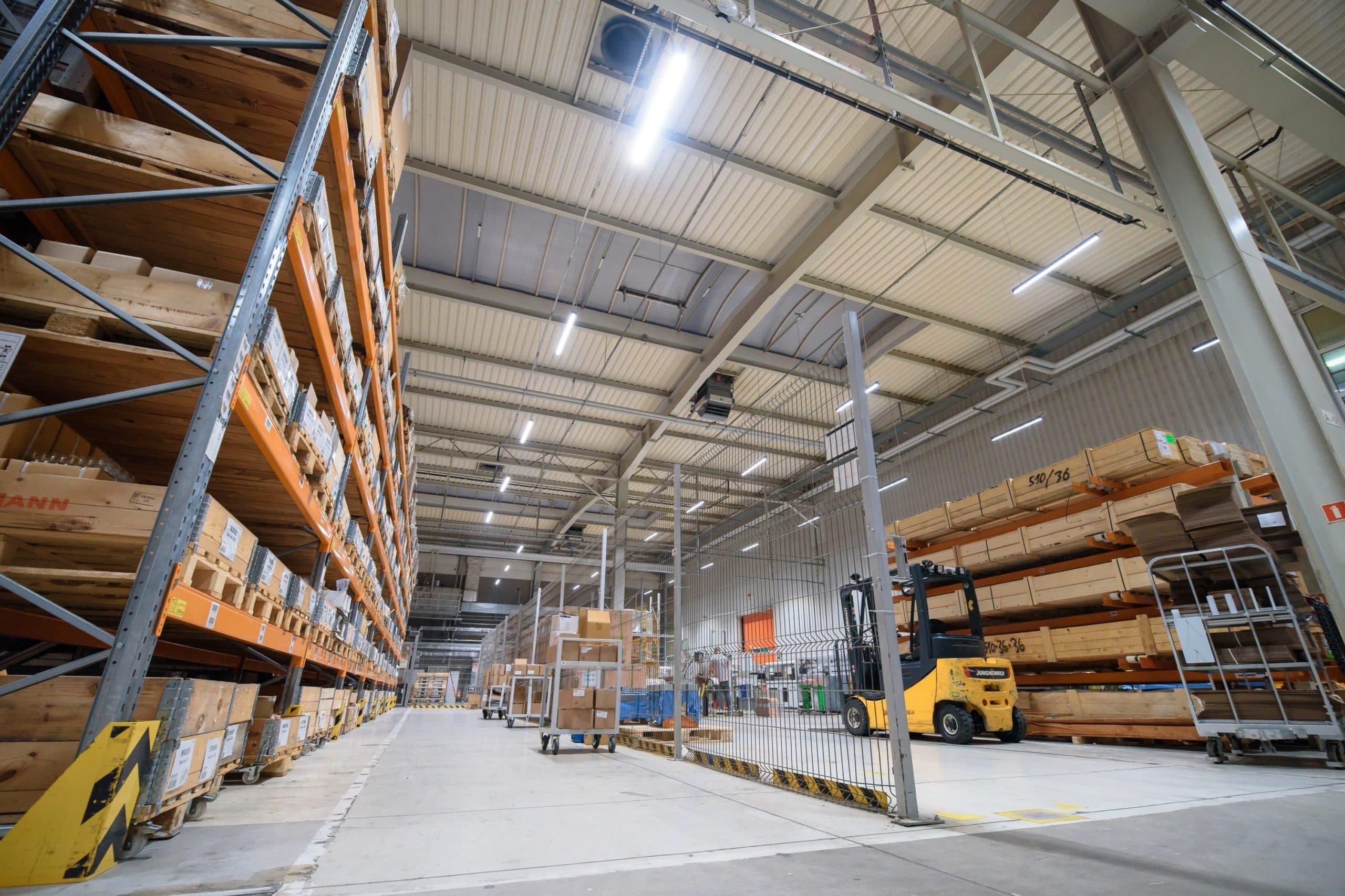 Oprawy Industrial w zmodernizowanyej hali magazynowej firmy Broen - Luxon LED