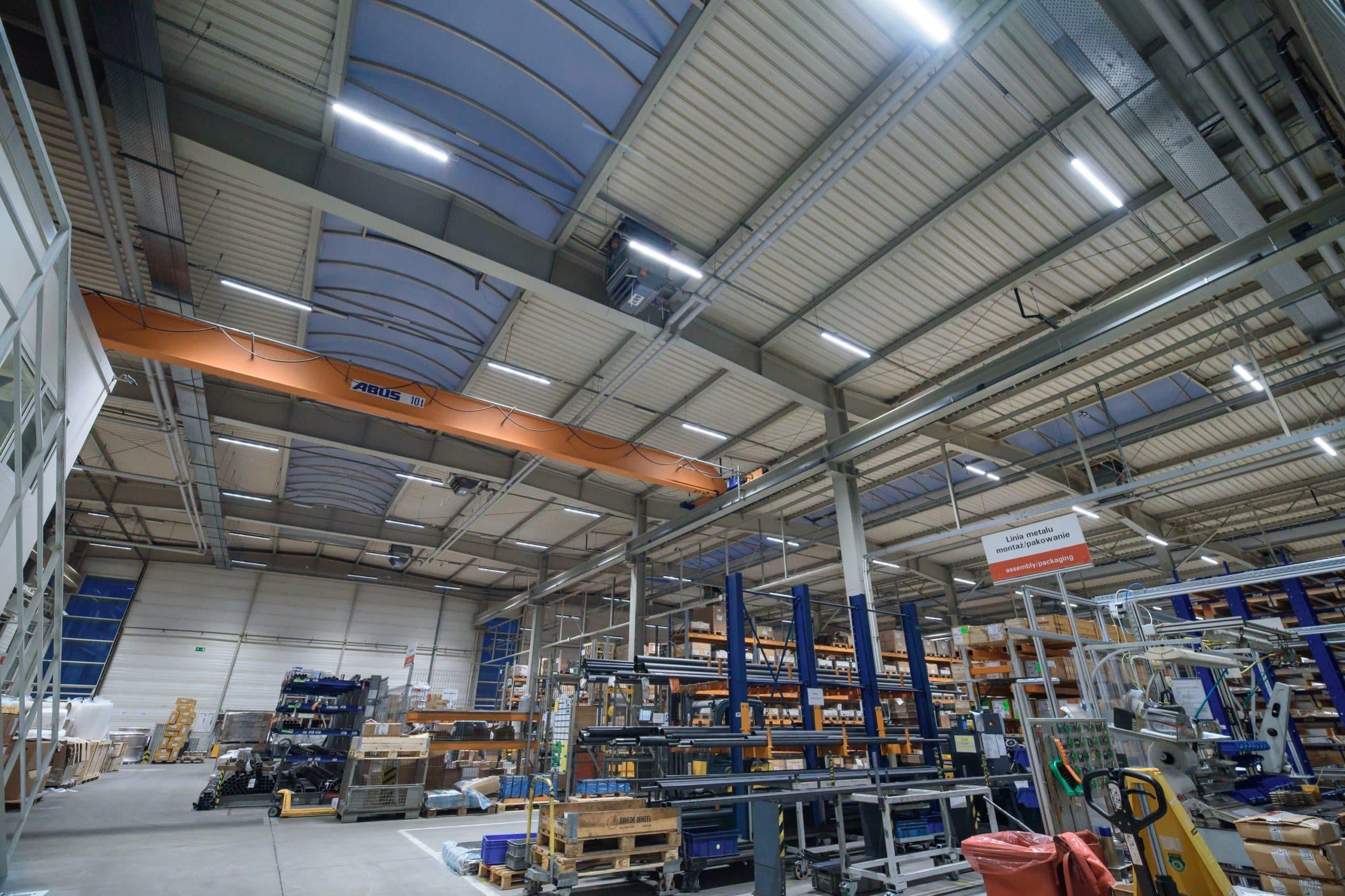 Oprawy Industrial w zmodernizowanym zakładzie firmy Viessmann w Legnicy - Luxon LED