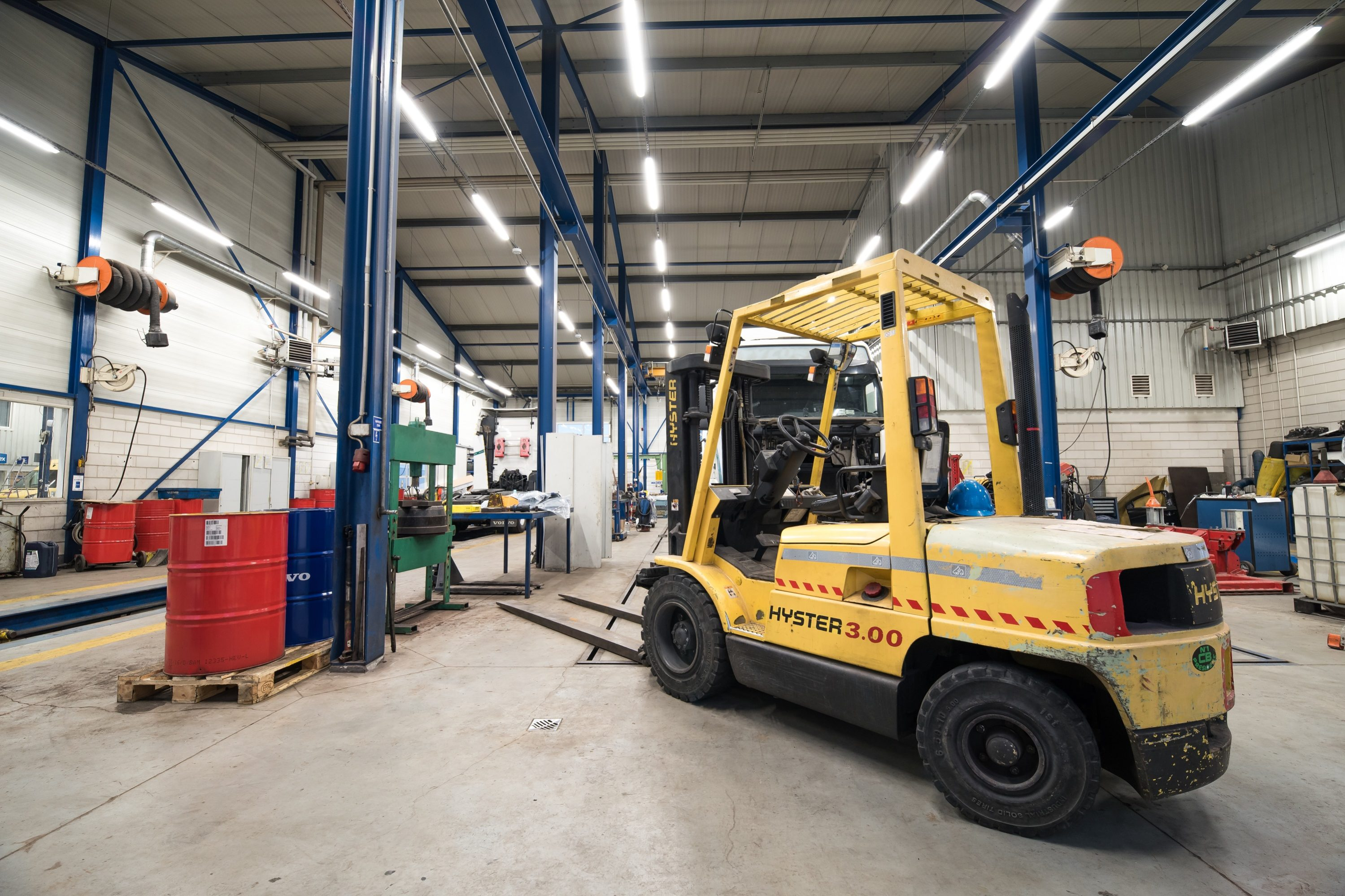 Zmodernizowane oświetlenie led w zakładzie marki Volvo - Luxon LED