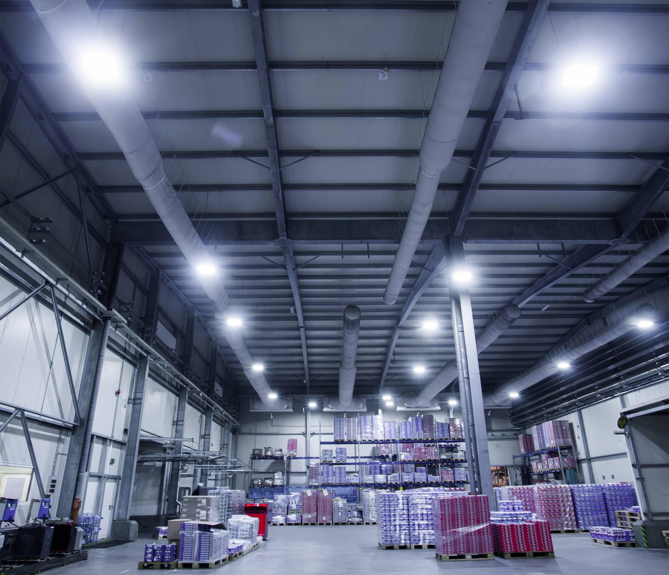 Oprawy Highbay w zakładach produkcyjnych firmy Zott - Luxon LED