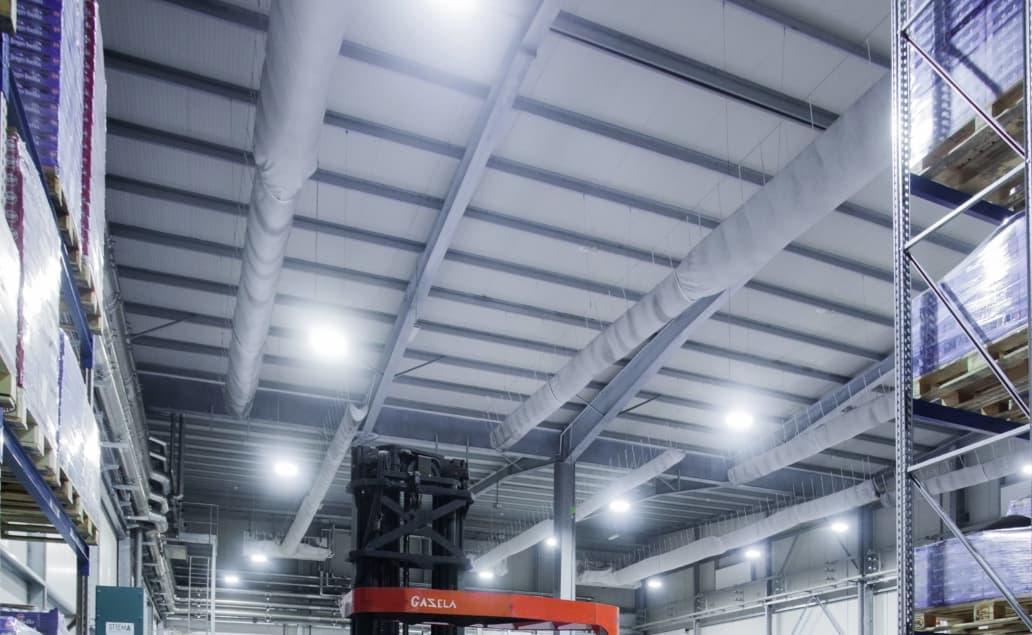 Oprawy Highbay w halach produkcyjnych firmy Zott - Luxon LED