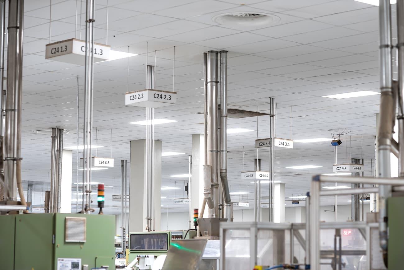 Nowe oprawy oświetleniowe w hali produkcyjnej oraz magazynach Twinings - Luxon LED