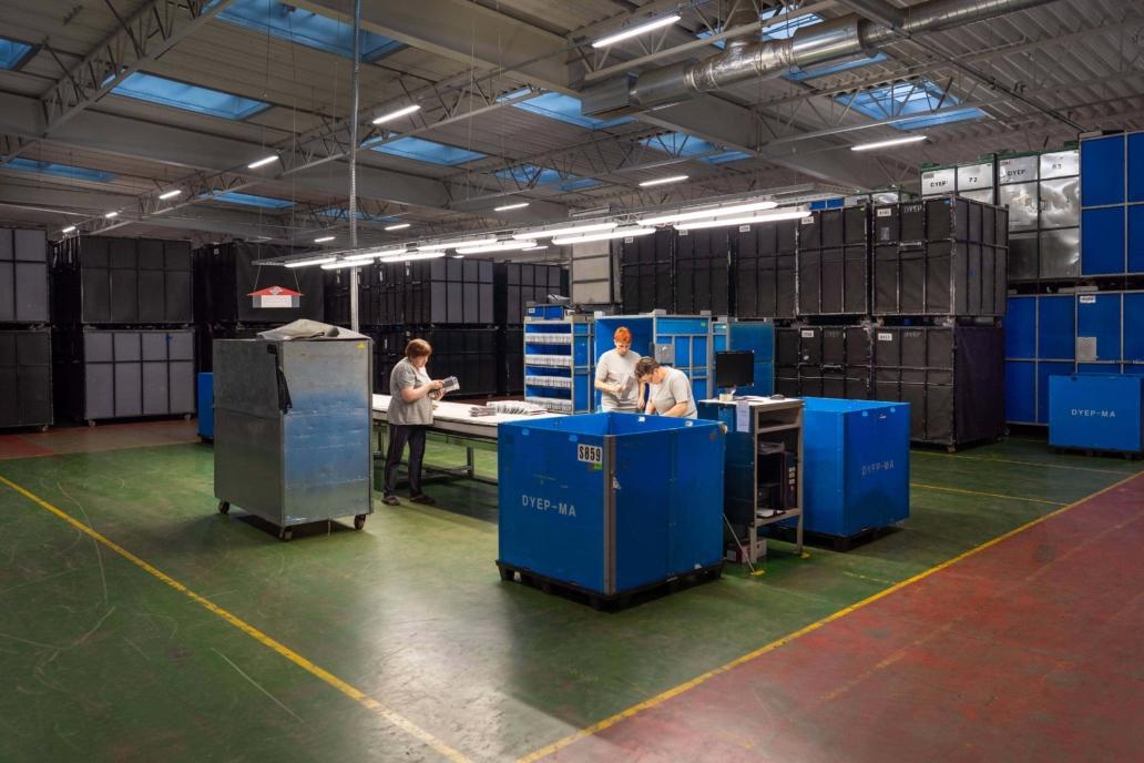 Zmodernizowana hala produkcyjna firmy LG Electronics z oprawami Industrial - Luxon LED