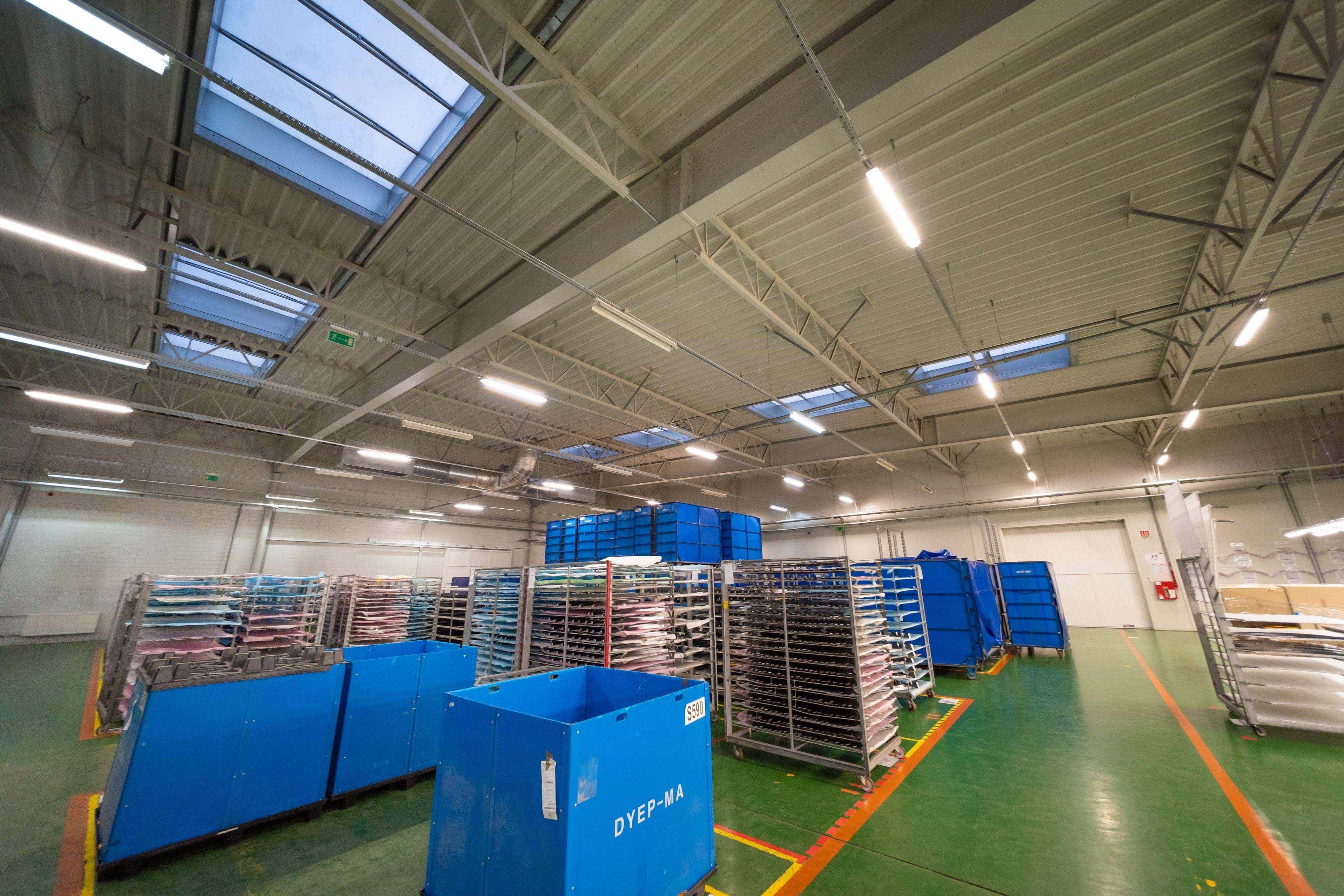 Zmodernizowany magazyn firmy LG Electronics z oprawami Industrial - Luxon LED
