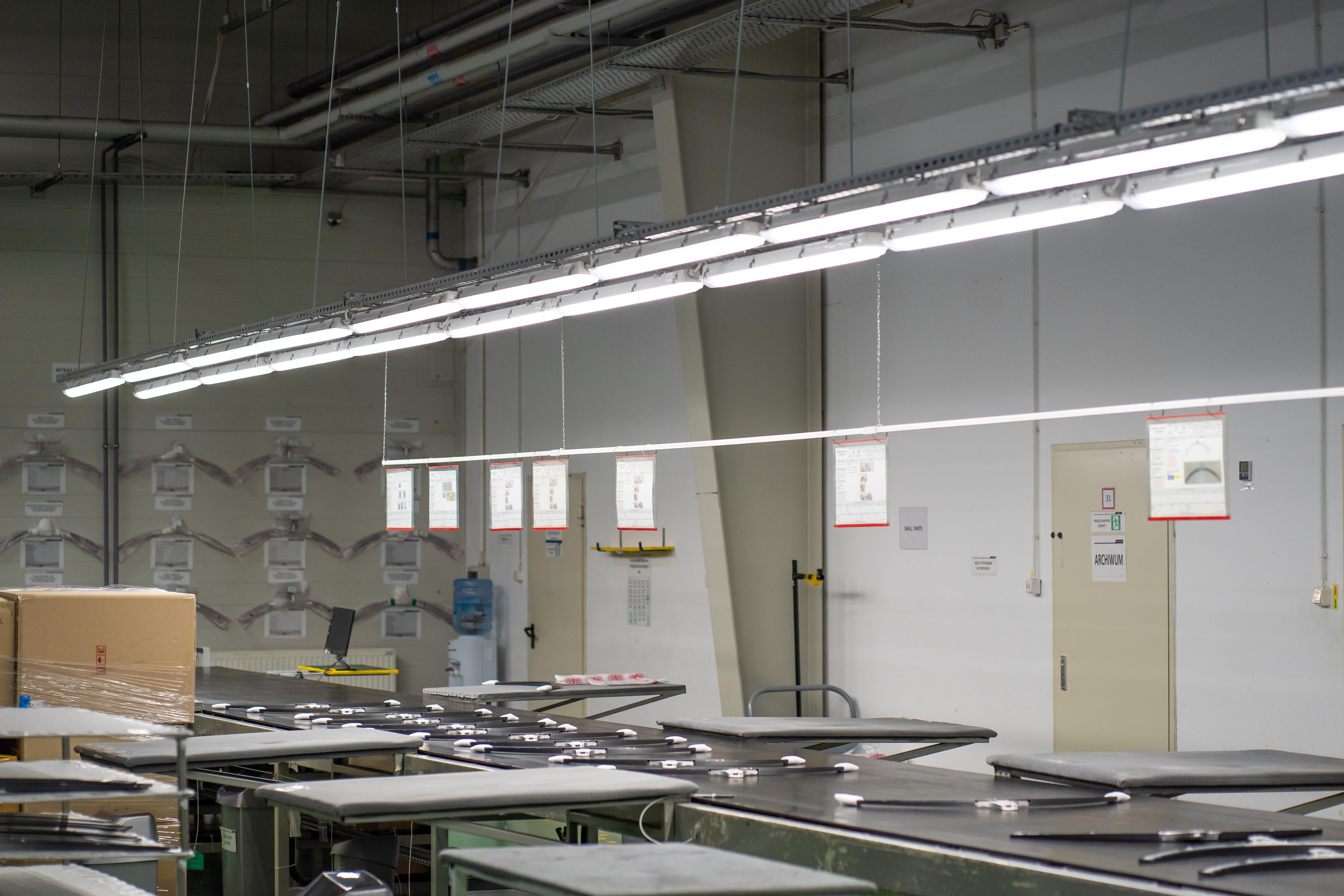 Oświetlenie przemysłowe Industrial w hali produkcyjnej firmy LG Electronics - Luxon LED