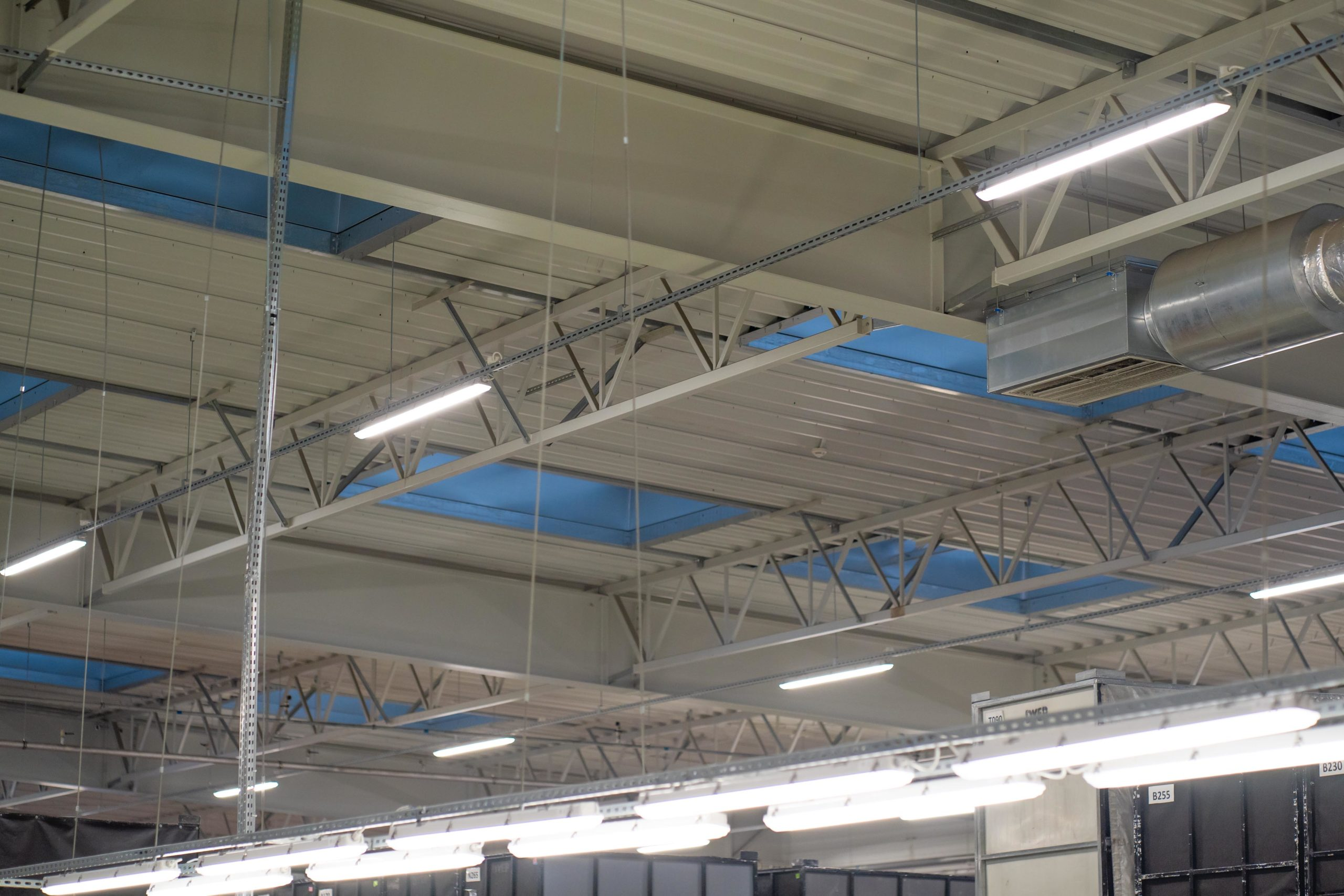 Oprawy Industrial w hali produkcujnej firmy LG Electronics - Luxon LED