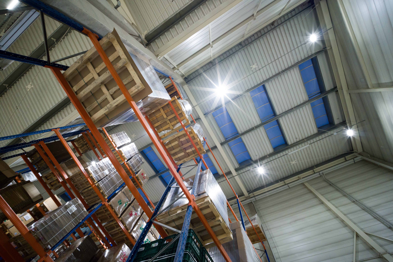 Oprawy Highbay w magazynach firmy Geberit we Włocławku - Luxon LED
