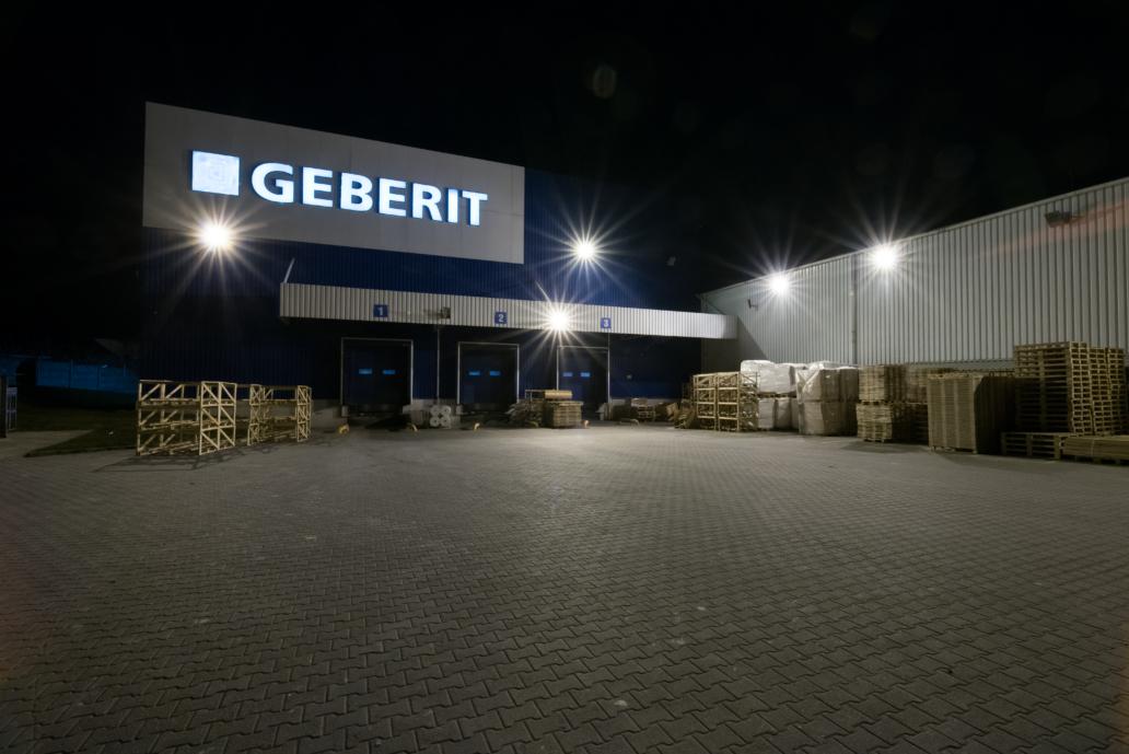 Промышленные светильники и светильники Highbay на складах фирмы Geberit - Luxon LED