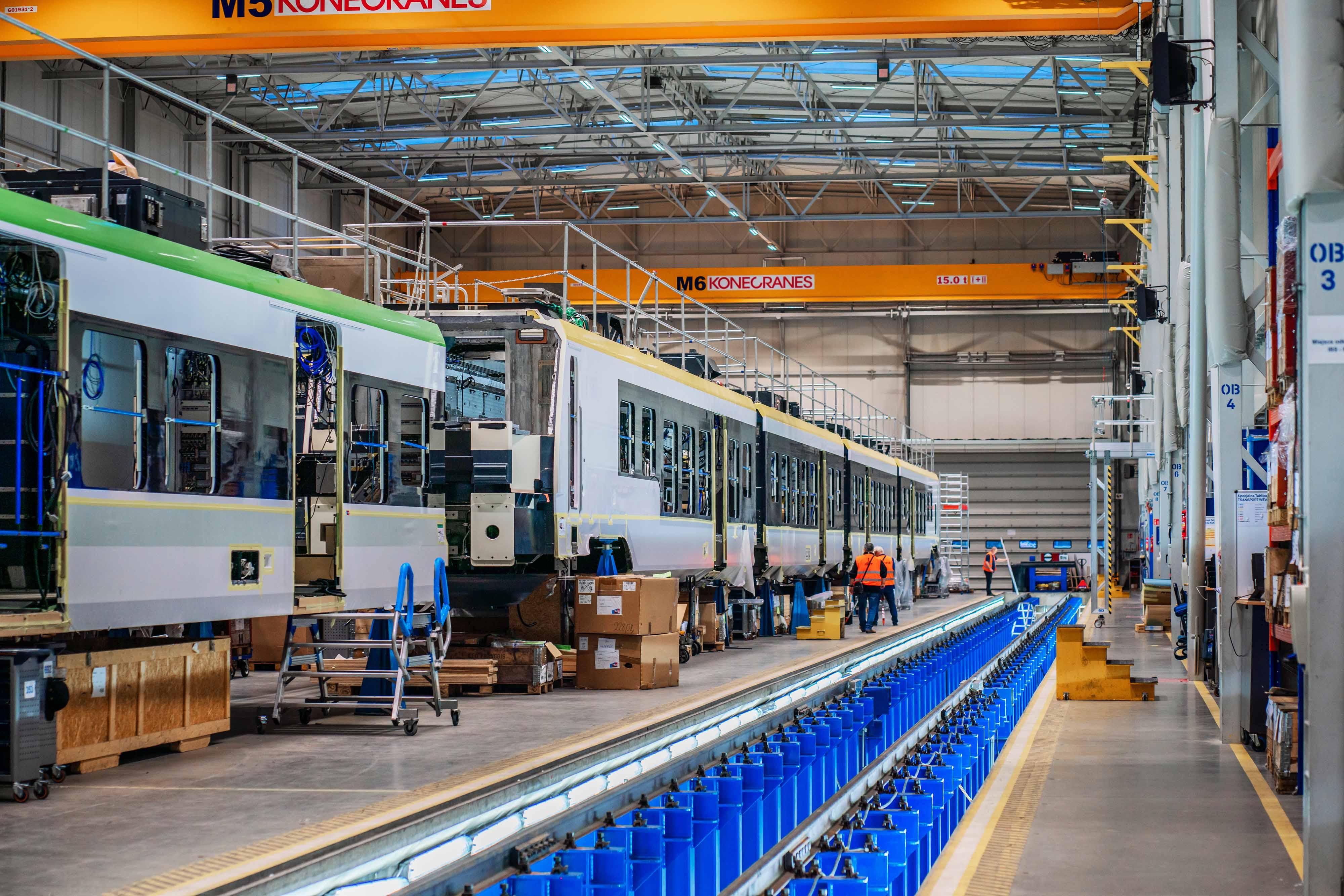 Modernizacja oświetlenia w hali produkcyjnej szwajcarskiego producenta taboru kolejowego - Stadler